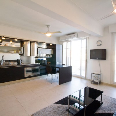 Property for sale in Nice (72) - Two bed and terrace in a quiet Quartier