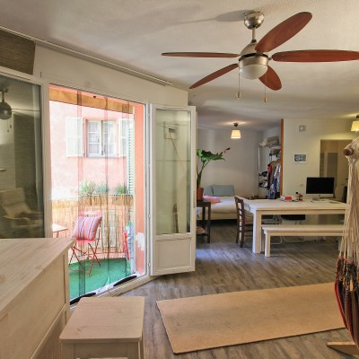 Property for sale in Nice (46.77) - Spacious studio with balcony and garden view