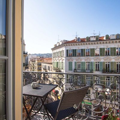 Property for sale in Nice (104) - Three bedroom top-floor apartment off Jean Medecin