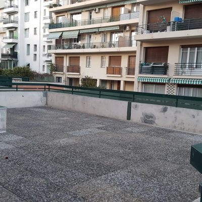 Property for sale in Nice (81) - Huge terrace in large two bedroom apartment Fleurs