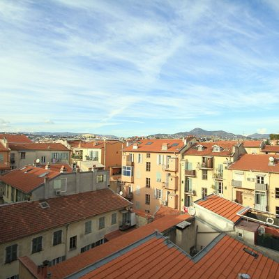 Property for sale in Nice (22) - Top floor one bedroom apartment with balcony near Nice port