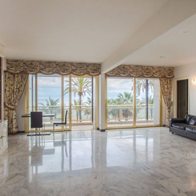 Property for sale in Nice (130) - Huge 130m² one bedroom apartment overlooking Promenade